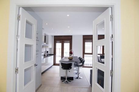 Salón comedor con puertas abatibles 180º