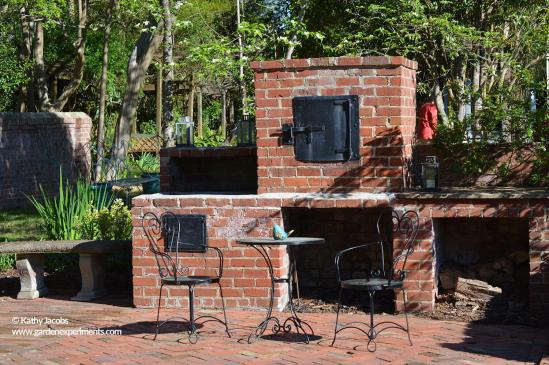Outdoor grill and oven