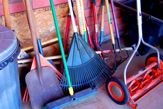 How to Winterize Garden and Yard Tools