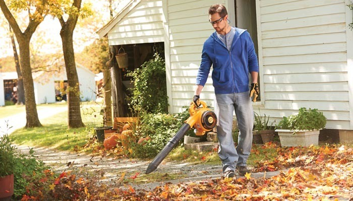 how-to-use-leaf-blower