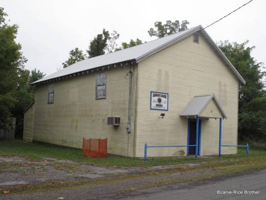 The Free and Associated Masons Lodge in Frances.