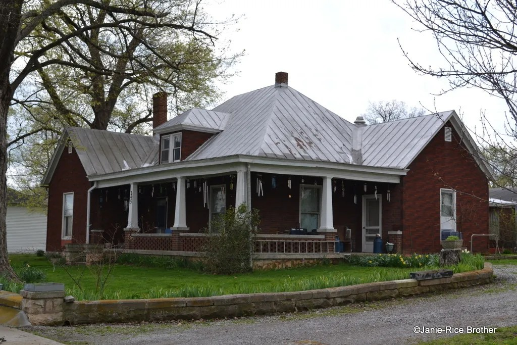Despite the loss of several commercial buildings and churches, a number of historic dwellings remain in Woodburn. This pyramidal early 20th century cottage (clad in rolled asphalt siding meant to look like brick) has a wonderfully inviting wrap-around porch.