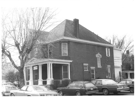 The home of Mrs. Anna Canon on Rodes Avenue. Photo courtesy the LFUCG Division of Historic Preservation.