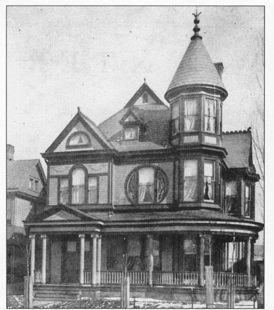 A circa 1903 view of the same house, from the book Owensboro (Postcard History Series) by Terry Blake and David Edds Jr, page 114.