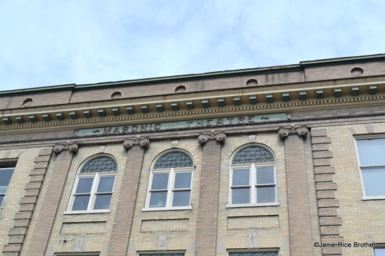 A detail of the three central bays and the pilasters.