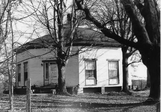 The Octagon Cottage in Barren County, Kentucky. Circa 1982 by Jayne C. Henderson, from the National Register of Historic Places files.