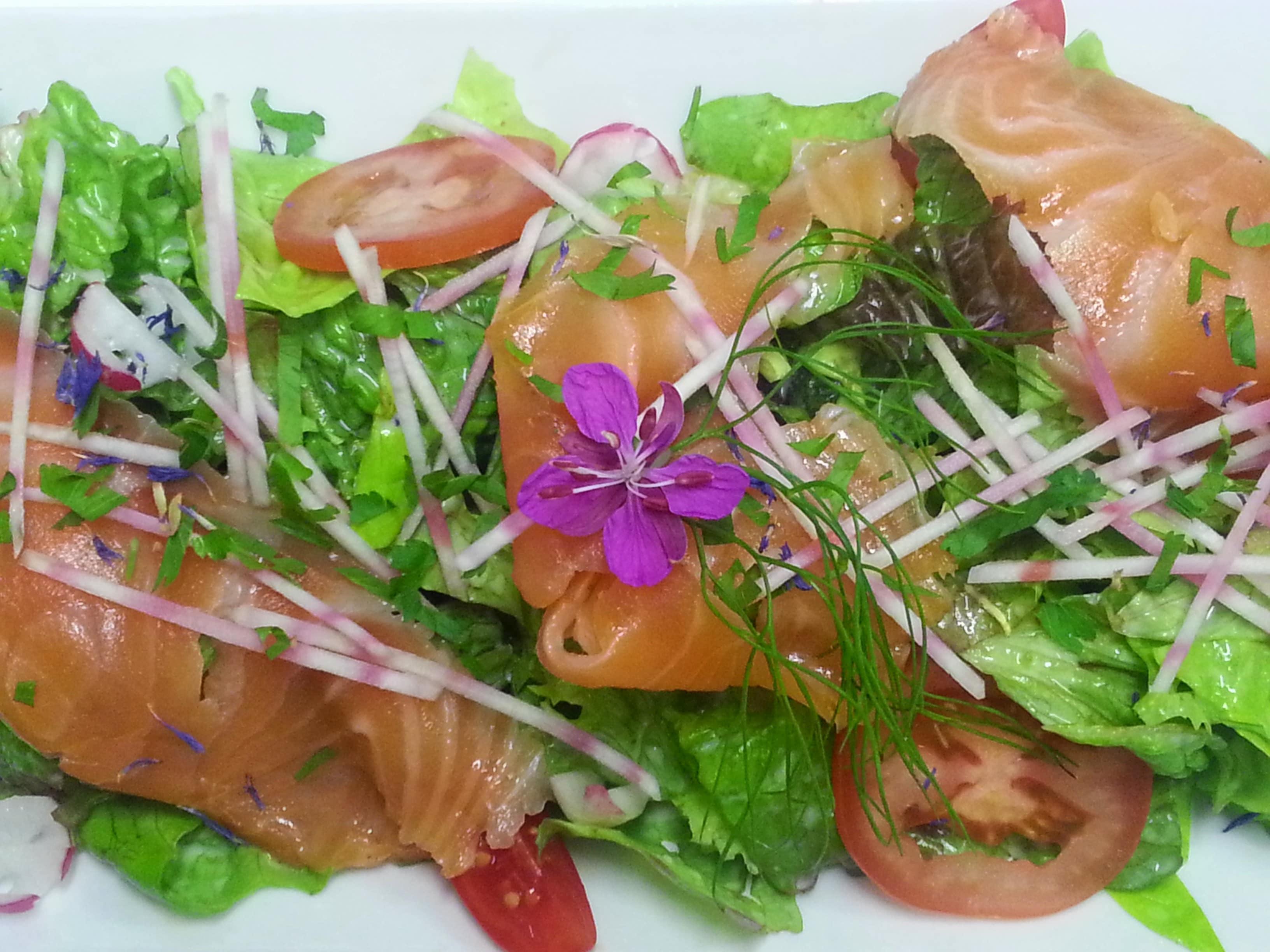 Salade au saumon Bio fumé maison