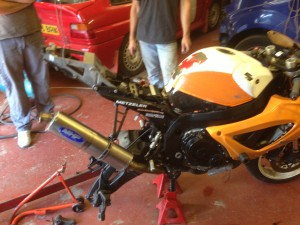 Rear Shock Out of the GSXR600
