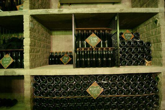 Garrafas em maturação, caves DG. Crédito de imagem Surian Dupont