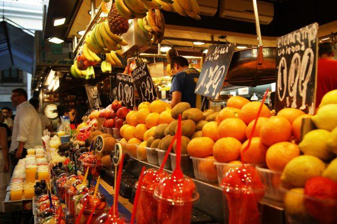 Tem frutas já cortadinhas, prontas pra comer. Crédito de imagem Surian Dupont
