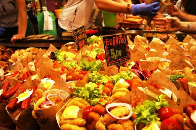 Uma das bancas de La Boqueria. Delicias pra comer com os olhos. Foto Surian Dupont