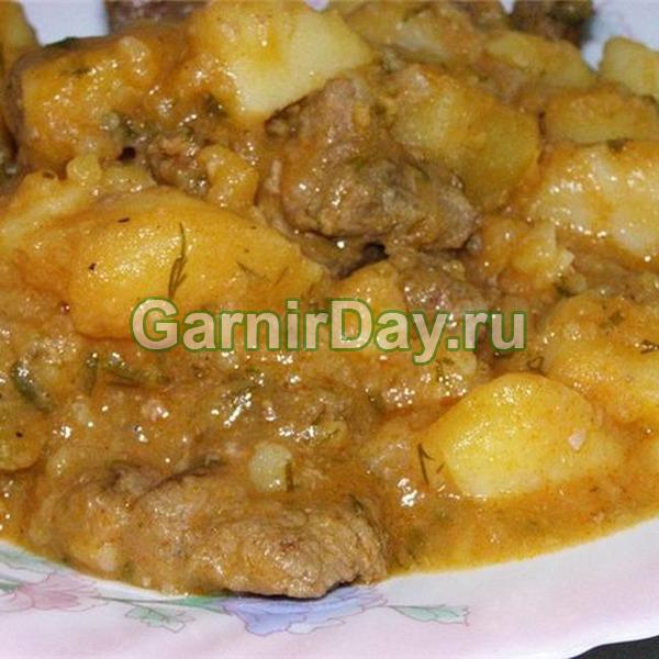 Сочный тушеный картофель с густой мясной подливой «Импровизация»