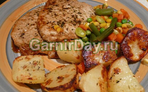 Thịt lợn ở Khmeli-Sunnels nướng với khoai tây