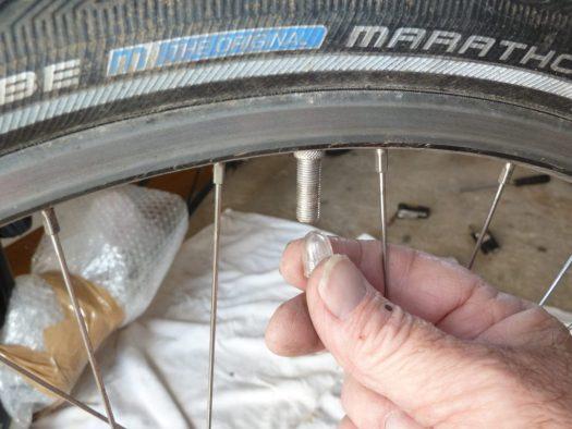 Deflate a tyre