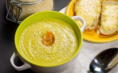 Cukīni zupa ar muskatziedu