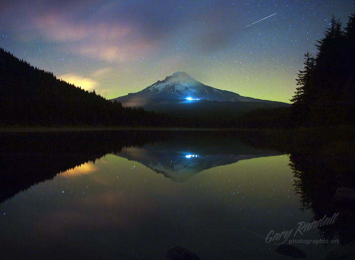 Oregon Aurora over Mount Hood 10/24/2011