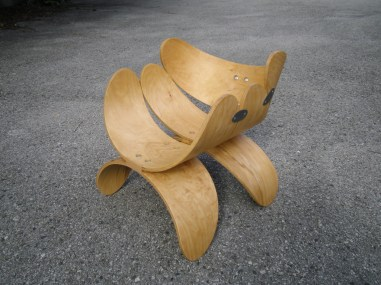 Stuhl Rücklehnen, Metall, Möbelwax. Chair back-rests, metal, wax. 52cm x 68cm x 53cm