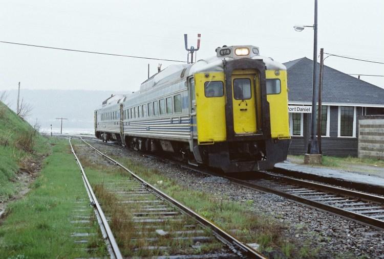 VIA 6118-6218 #621-2 Port-Daniel QC 1983-05-28 coll David Morris