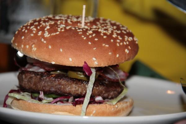 Burger und Baguette im Kildare City Pub Leipzig