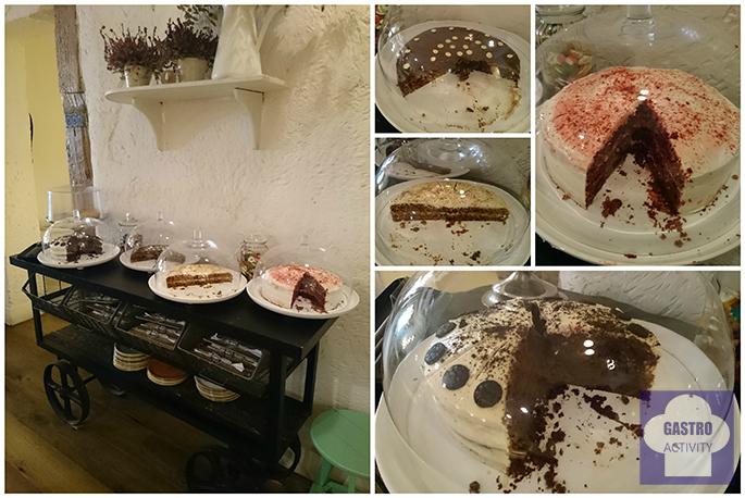 Mesa dulce con tartas caseras en el restaurante Le Coco