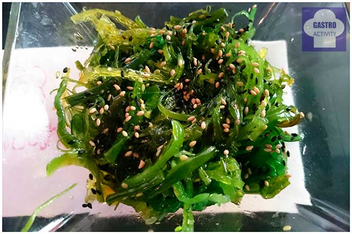 Algas hiyashi wakame y sésamo