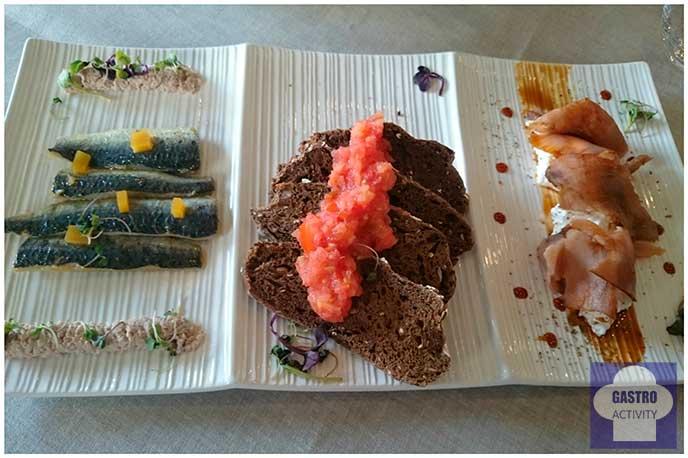 Sardinas marinadas, pan de centeno con tomate y atún rojo