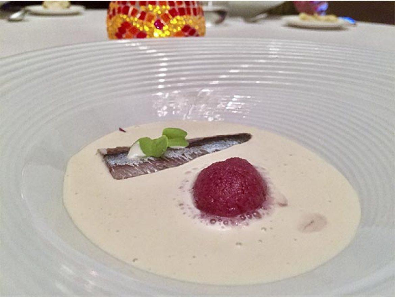 Ajoblanco con sardina ahumada y granizado de vino tinto Restaurante Arrayan Madrid