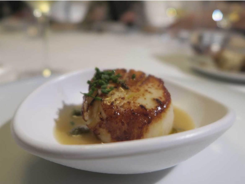 Restaurante Muñagorri Vieiras a la mantequilla negra con alcaparras