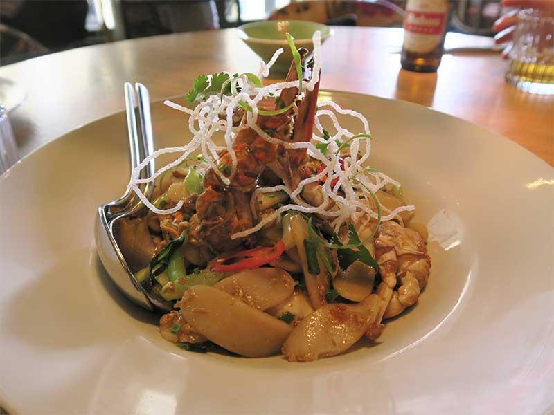 El Buda Feliz 1974 Cangrejo salteado al wok con verduras y gnocchis de arroz
