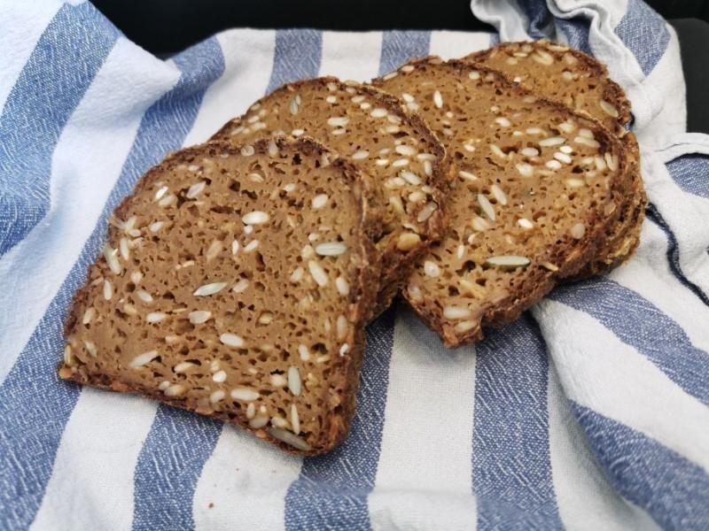 Hjemmebagt glutenfri rugbrød