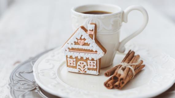 Biscuits au gingembre avec cacao pour les vacances du Nouvel An