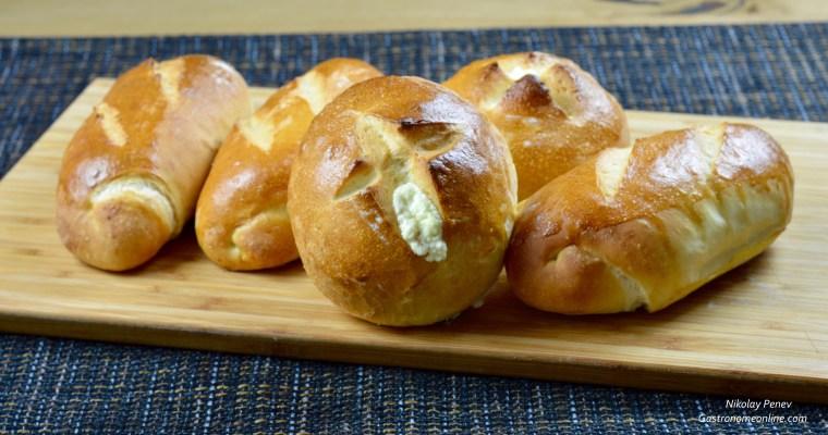 Bread rolls with Feta Cheese and Chubritza-Земелки със сирене и чубрица