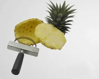 Épluchage d'un ananas