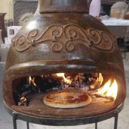 Ancien four à pizza au feu de bois
