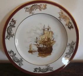 Assiette ancienne en porcelaine