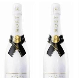 Bouteilles de champagne habillées de blanc