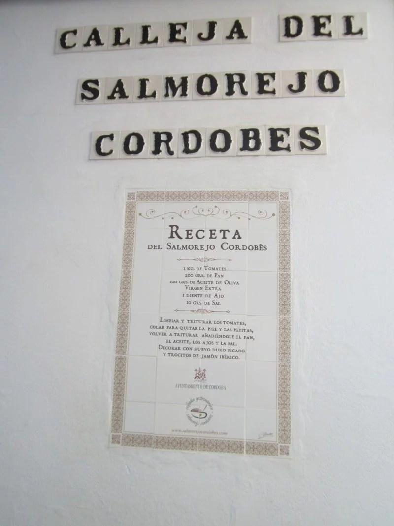 Recette du salmorejo sur un mur de la rue Salmorejo à Cordoue