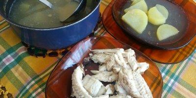 patatas en caldo de pescado de roca