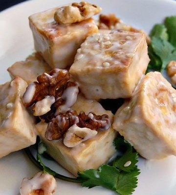 Tofu meloso con nueces