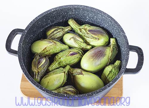 Cómo encurtir berenjenas estilo Almagro - GastronomiaVegana.org