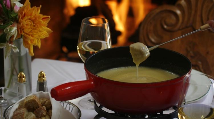 goldener hirsch fireside fondue