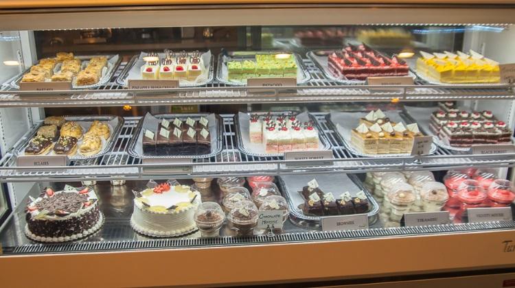 Biscotts: cake counter