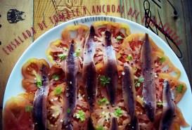 Ensalada de tomate y anchoas del Cantábrico