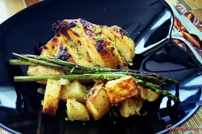Pollo de campo con patatas al limón y espárragos trigueros