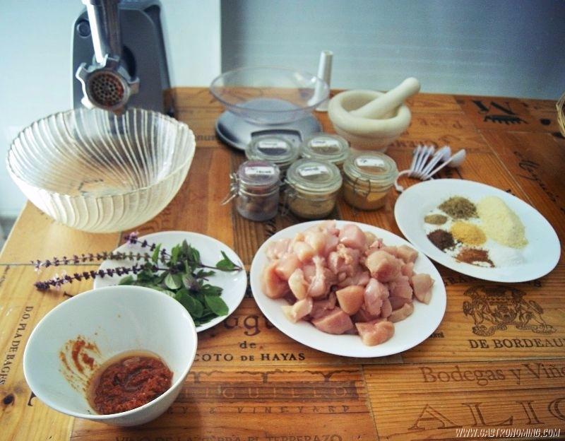 Chorizos mediterráneos de pollo