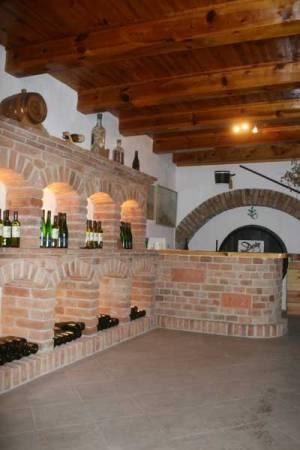 Naturnaher Weinbau Deim Weinkeller