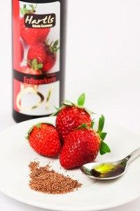 Naturbelassene Öle Delikatessöle Erdbeerkernoel mit Erdbeeren