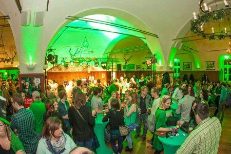 St. Patrick's Day feiern in Salzburg St. Patrick's Day: Am Freitag (17. März) steigt im Bräustüberl der Salzburger Stiegl-Brauwelt eine Party mit irischer Musik.