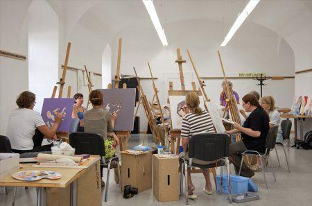 Kreative Selbstverwirklichung im Urlaub Fünf Ateliers und ein Kraftplatz stehen Kreativ-Urlaubern im Stift Geras im Waldviertel offen.
