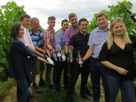 Auftakt zum Rotweinerlebnis-Jahr Weinblütenwanderung